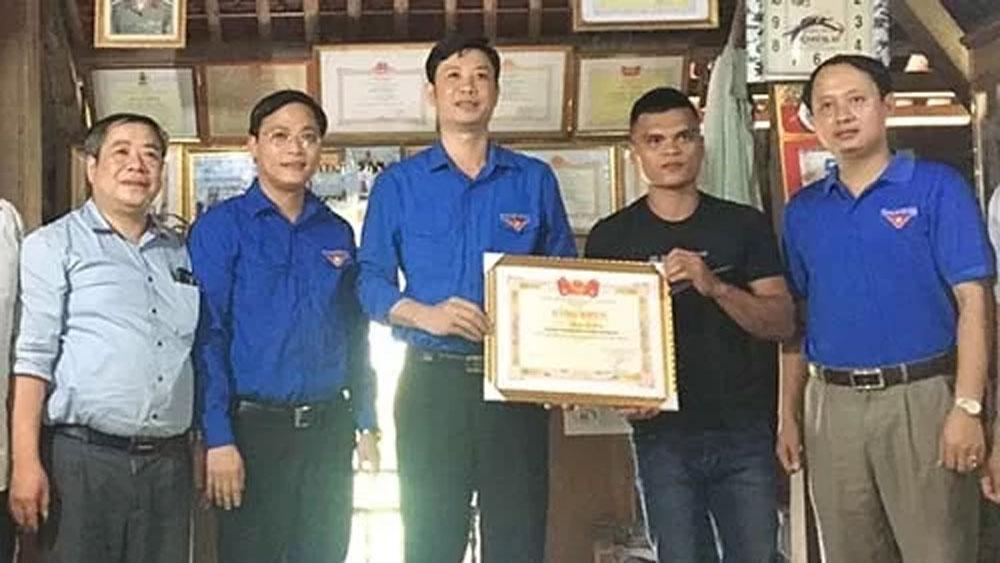 Thanh niên cứu người trong lũ ở Thanh Hoá được khen thưởng