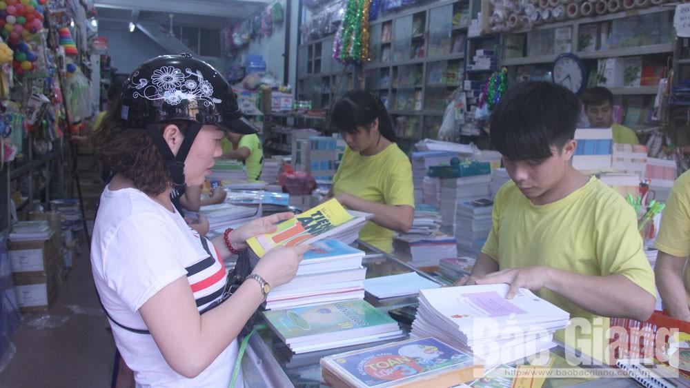 Thị trường Bắc Giang thiếu cục bộ sách giáo khoa đầu năm học 2019-2020
