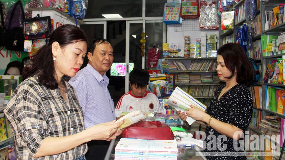 chuẩn bị năm học mới, sách giáo khoa, thiếu sách,. thị trường sách, Bắc Giang