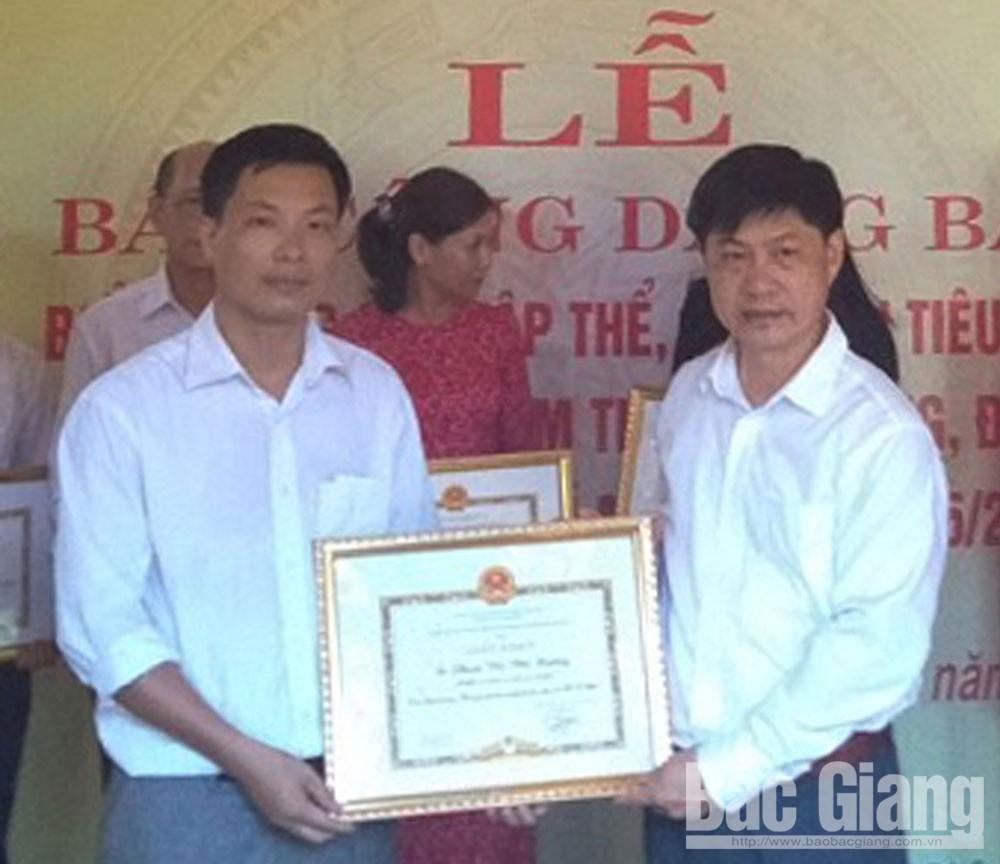 Affectionate lessions, teacher Duy, Bac Giang province, Duong Van Duy, Nguyen Hong High School, Free tutorial class