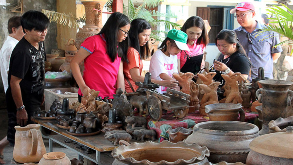 Ninh Thuan province, craft village development, rural incomes, new-style rural areas, supporting production, environmental treatment, related tourism development