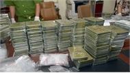 Cảnh sát chặn ôtô giấu 120 bánh heroin
