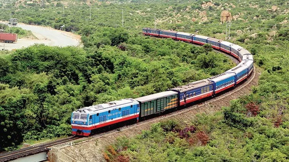 Vietnam Railways, more trains, National Day, travel demands,  regular operation