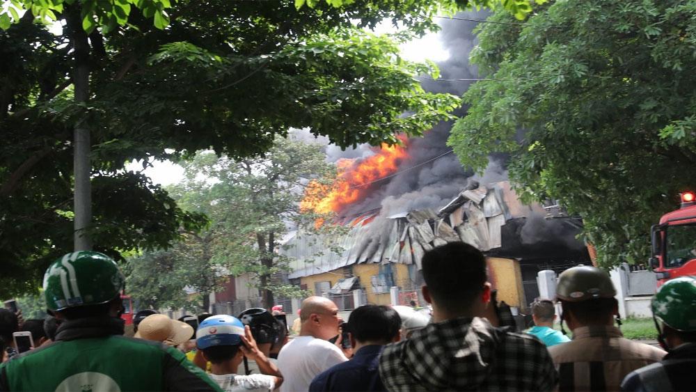 Cháy lớn, khu công nghiệp Sài Đồng B