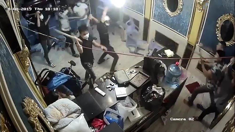 Hàng chục giang hồ, đập phá nhà hàng,  trung tâm TP Hồ Chí Minh