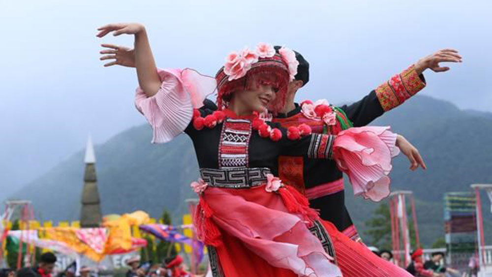 Sun World Fansipan Legend, northwest cuisine festival, tourism site, mountainous markets, traditional dances and singing