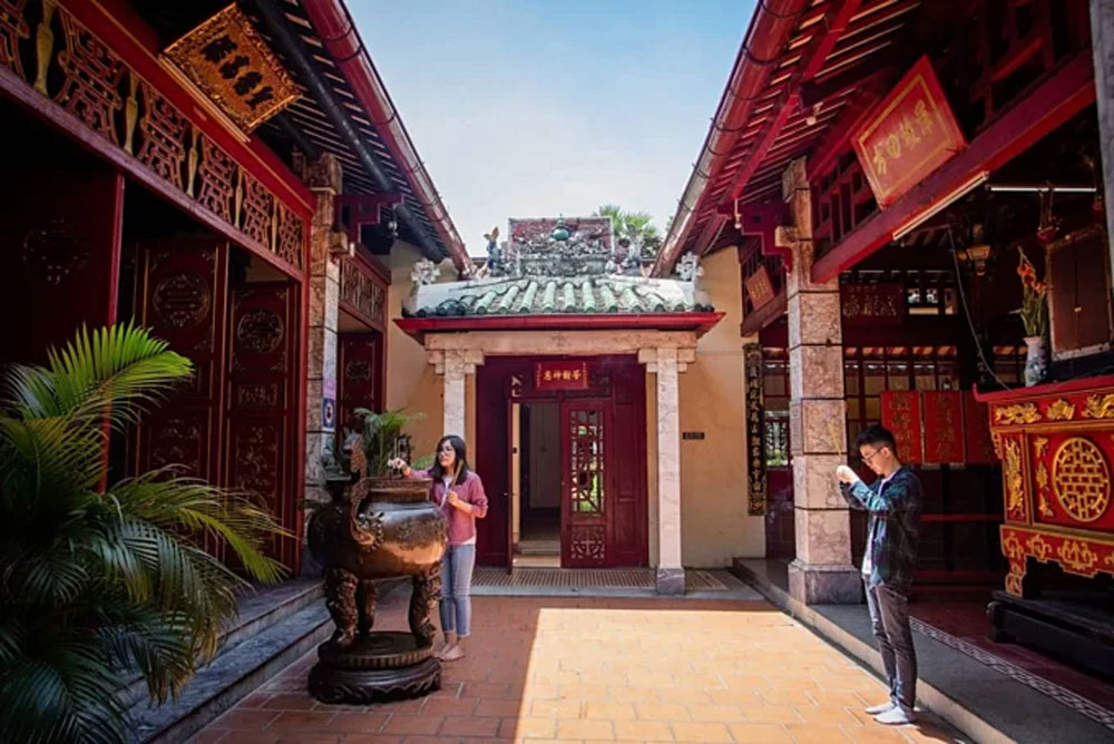 Ancient tomb, Nguyen Dynasty hero, bloody family tragedy, Lang Ong Ba Chieu Temple, Le Van Duyet,  important regional structures