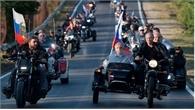 Putin lái motor phân khối lớn chở lãnh đạo Crimea