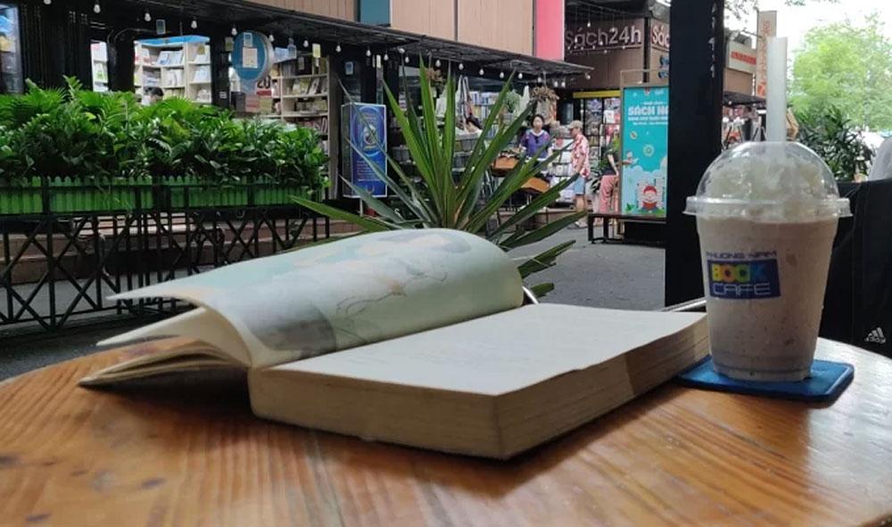 Saigon book street: Calm in the eye of the storm, bustling commercial hub, widest metaphorical spaces, Nguyen Van Binh Book Street