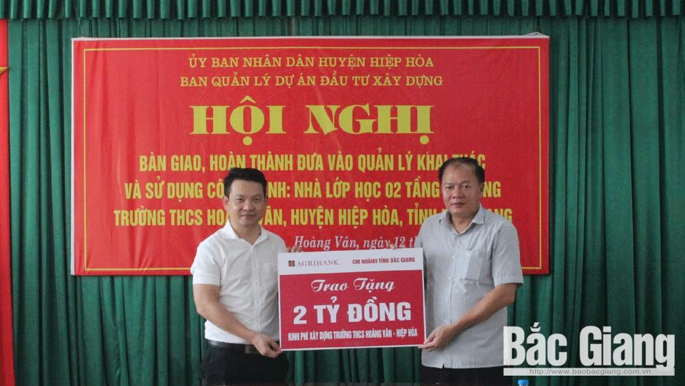 Bàn giao công trình Trường THCS Hoàng Vân