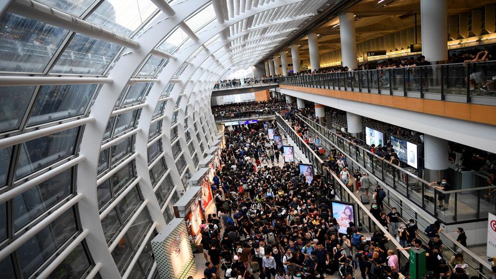 Trung Quốc, chính quyền Hong Kong, lên án, người biểu tình ném bom xăng