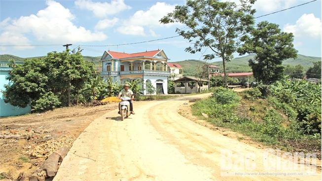 Lục Nam (Bắc Giang) kích cầu làm đường  ở vùng khó khăn