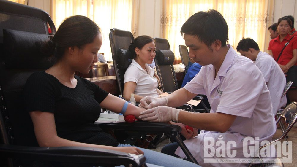 Summer Red Blood Campaign, safe blood units, Bac Giang province, voluntary blood donation, blood banks, emergency case and treatment