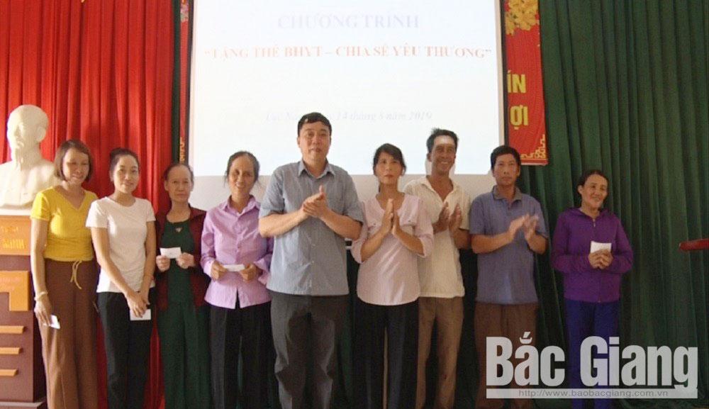 """BHXH huyện Lục Nam, chương trình """"tặng thẻ BHYT-  chia sẻ yêu thương"""""""