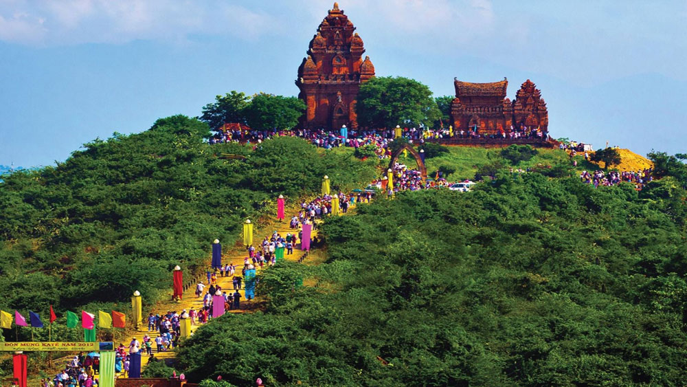 Exhibition highlights beauty of Vietnam's landscape and culture