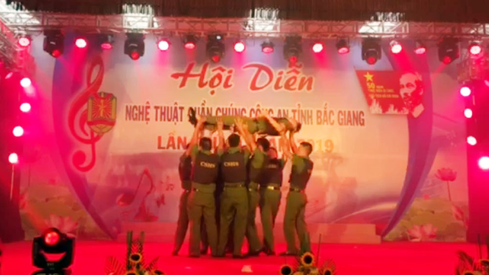 """Hội diễn nghệ thuật quần chúng Công an tỉnh Bắc Giang: Tiết mục """"Lần theo dấu vết"""""""
