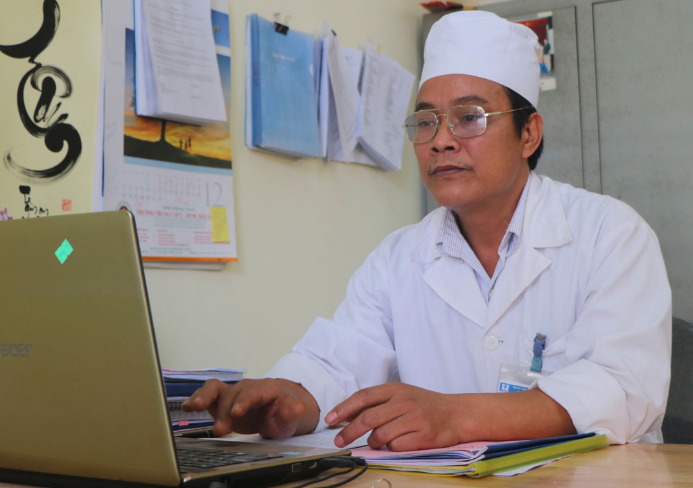 Bac Giang province,  health station head, doctor Do Tien Khanh, good professional skill, humanitarian activities