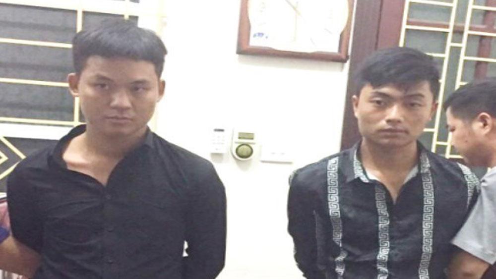 Bộ đội Biên phòng Lào Cai bắt 2 đối tượng vận chuyển trái phép 10 bánh hê rô in