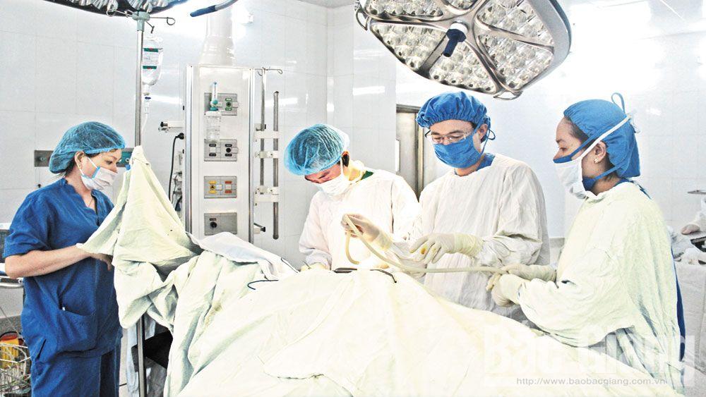 Tăng giá dịch vụ y tế cần đi đôi với tăng chất lượng