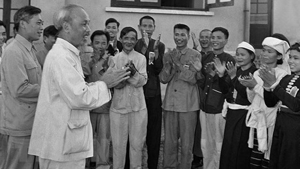 Photo exhibition,  President Ho Chi Minh's Testament, Vietnam Military History Museum, national liberation hero, strong determination, theoretical and practical values, national construction and development