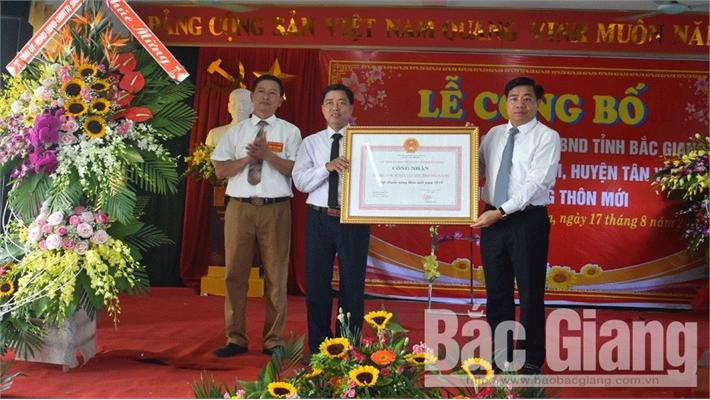 Xã Nhã Nam (Tân Yên) đón Bằng công nhận đạt chuẩn nông thôn mới