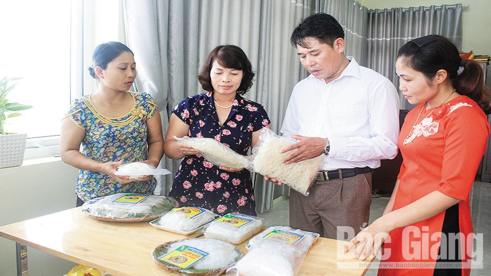 Da Mai ward diversifies craft village products