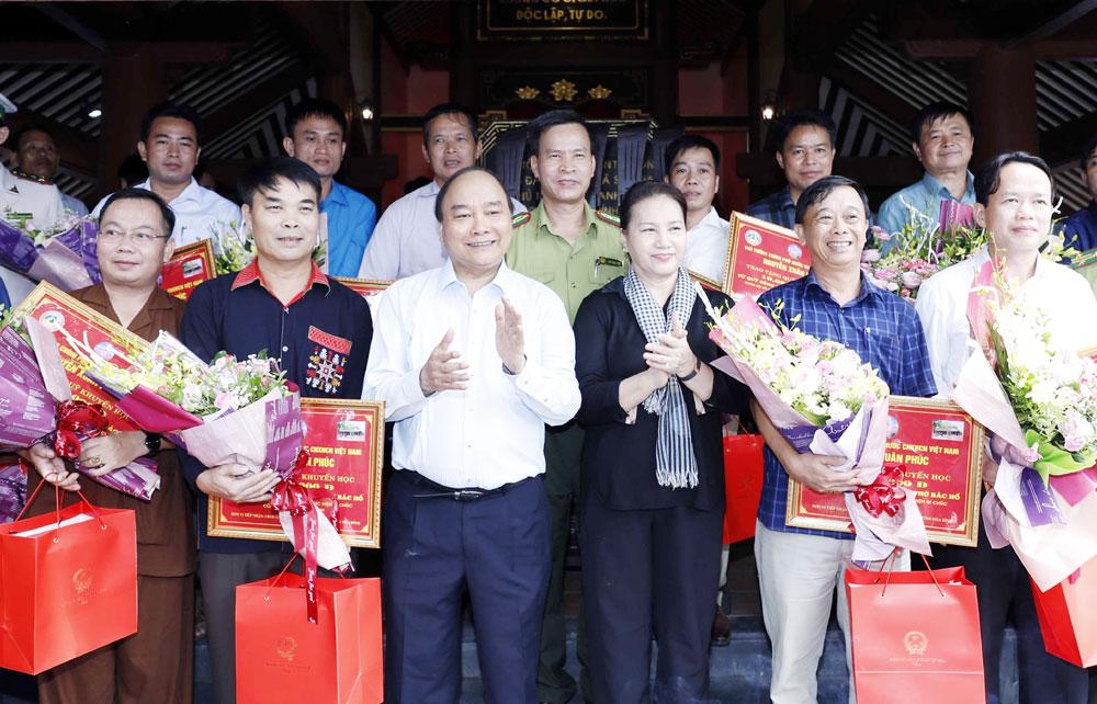 Thủ tướng, Chủ tịch Quốc hội, dâng hương, tưởng niệm, Chủ tịch Hồ Chí Minh