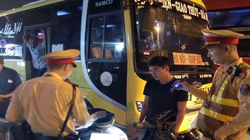 CSGT Hà Nội, bắt ô tô, nhồi nhét, khách thông qua tin nhắn facebook, nhà xe Gia Hưng