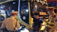 Cảnh sát Giao thông Hà Nội bắt ô tô nhồi nhét khách thông qua tin nhắn facebook