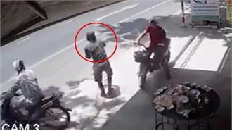 Ba thanh niên giật đồ cúng cô hồn rắc gạo muối giúp chủ nhà