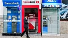 Phí ATM của ngân hàng nào cao nhất hiện nay?