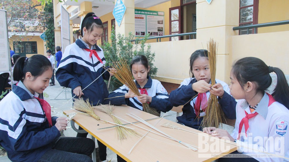 Bac Giang province, local culture and history, educational materials, General Education Program, academic year,  local educational materials, practical issues