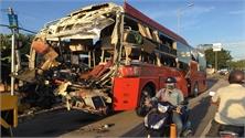 Hai xe khách tông nhau, 1 người chết, gần 40 người bị thương ở Khánh Hòa