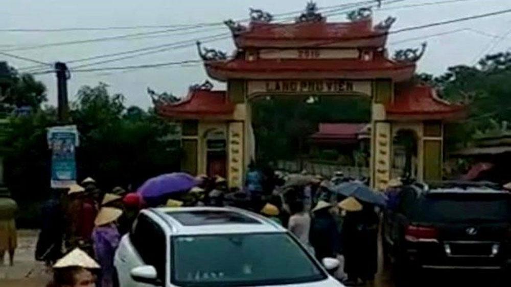 Cổng làng, bị 20 người xăm trổ, dân làng, đánh trống xua đuổi,  cổng làng thôn Phú Viên