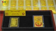 Giá vàng trong nước đồng loạt lao dốc, tuột mốc 42 triệu đồng/lượng