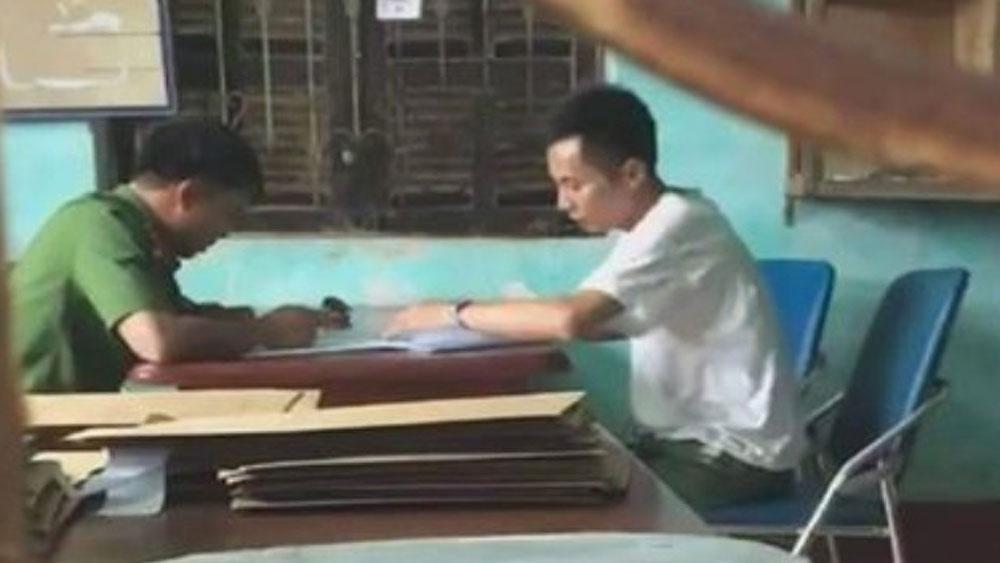 Nghi bắt cóc trẻ em, người dân xã Quỳnh Trang giữ người đàn ông lạ