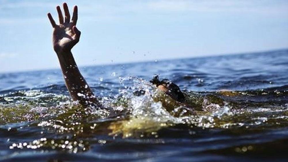 Nỗ lực tìm kiếm, 4 du khách bị sóng cuốn mất tích, tắm biển Phan Thiết, bãi biển phường Hàm Tiến