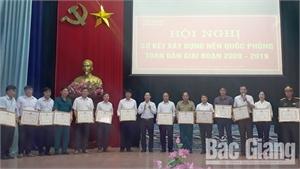 Khen thưởng 38 tập thể, cá nhân có thành tích xuất sắc trong xây dựng nền quốc phòng toàn dân