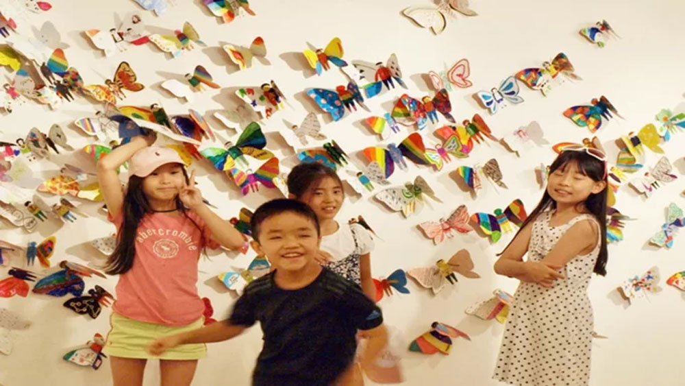 South Korean artist brings global exhibition to Hanoi