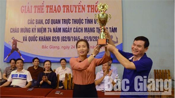 Hơn 100 VĐV thi đấu giải thể thao truyền thống các ban, cơ quan trực thuộc Tỉnh ủy