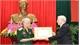 Tổng Bí thư, Chủ tịch nước Nguyễn Phú Trọng trao Huy hiệu 70 năm tuổi Đảng tặng nguyên Tổng Bí thư Lê Khả Phiêu