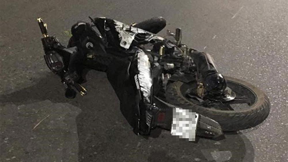 Xe máy kẹp năm, đâm dải phân cách, bốn sinh viên tử vong, sinh viên Trường Cao đẳng Thương mại và Du lịch Thái Nguyên