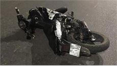 """Xe máy """"kẹp"""" năm, đâm dải phân cách, bốn sinh viên tử vong"""