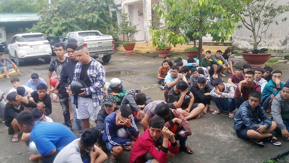 140 quái xế, chặn quốc lộ 1, đua xe, bị cảnh sát vây bắt