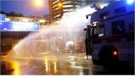 Cảnh sát Hong Kong lần đầu dùng vòi rồng giải tán biểu tình
