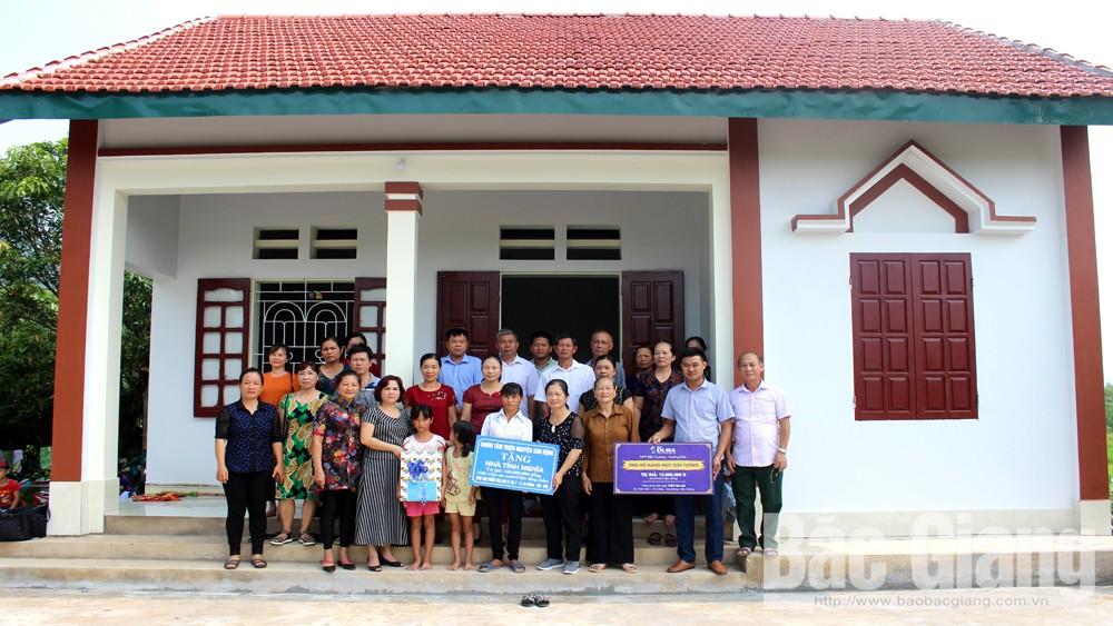 Nhóm Tâm thiện nguyện Sơn Động bàn giao nhà tình nghĩa cho hộ nghèo