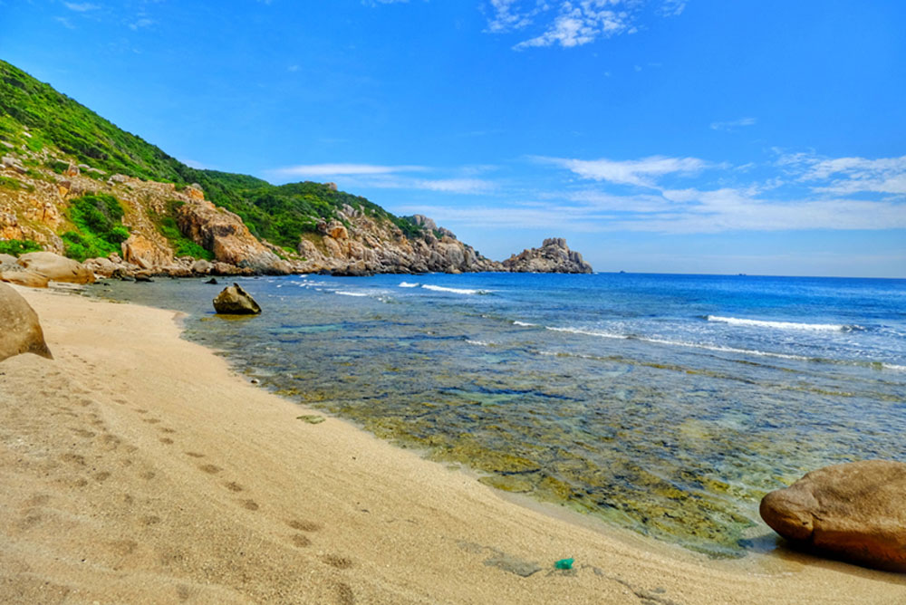48 hours, Doi cape, Mui Doi, Khanh Hoa province, travel destination,  backpackers, trekking through forest, crawling up and down, slippery rocks