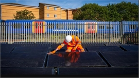 Anh thử nghiệm đường tàu năng lượng mặt trời đầu tiên trên thế giới