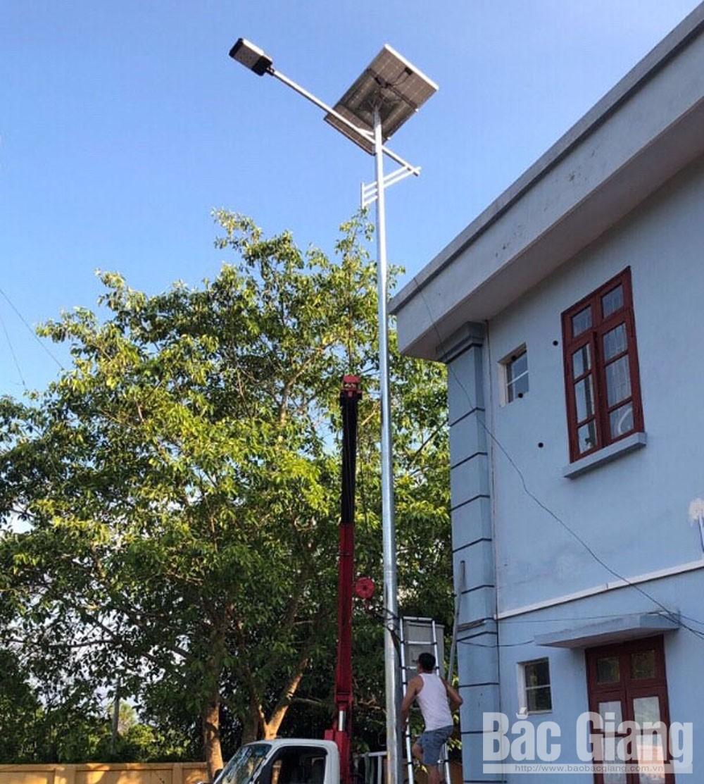 Cột đèn chiếu sáng, điện năng lượng mặt trời, xã Tân Mộc