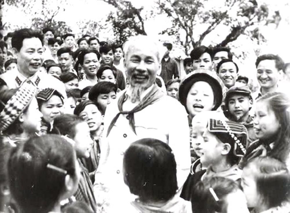 Học tập và làm theo Bác, Chủ tịch Hồ Chí Minh, Nhớ lời Bác Hồ dạy, Vì lợi ích trăm năm trồng người